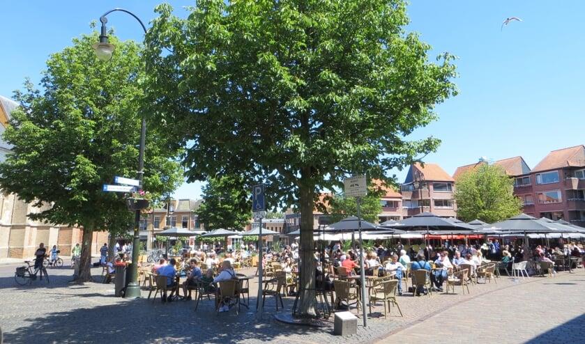 Terrassen Markt op Tweede Pinksterdag meteen goed gevuld. Foto: Bernhard Harfsterkamp