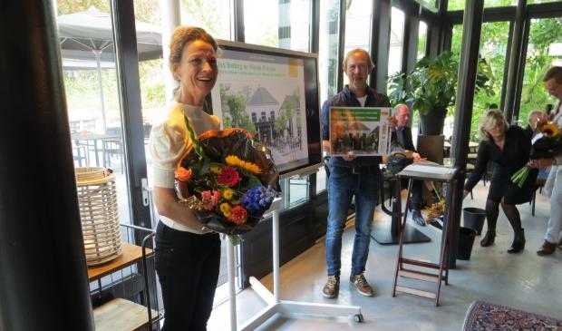Nicole Prinsen en Jos Betting hebben voor de Heerlyckheid Bredevoort de erfgoedprijs gekregen. Foto: Bernhard Harfsterkamp  © Achterhoek Nieuws b.v.