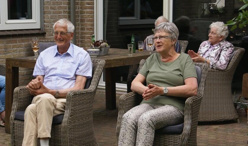 Het echtpaar Venemans applaudisseert voor Sandra. Foto: Eva Schipper