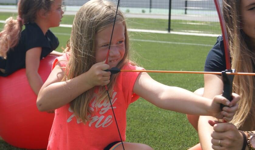 Een jongedame concentreert zich op het schot. Foto: Eva Schipper