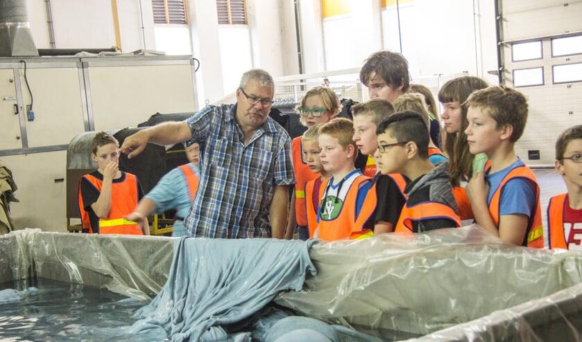 Basisschoolleerlingen op bezoek bij Rompa in Lichtenvoorde.