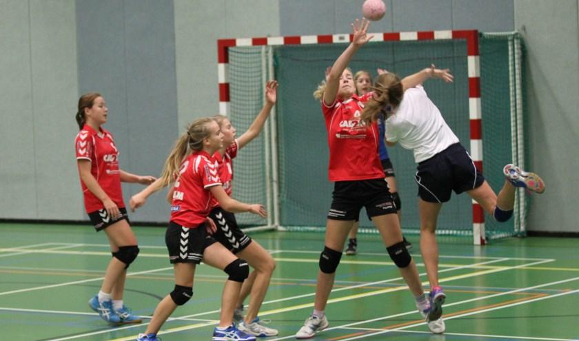 Mooie aanval van Quintus Dames C1 in de wedstrijd tegen De Gazellen. Foto: Liesbeth Spaansen