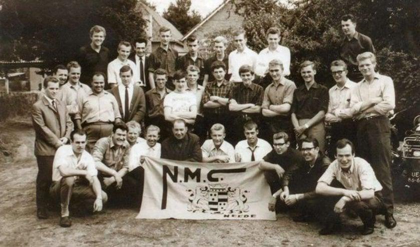groepsfoto uit 1965 met leden van de Needse Motor Club Bron: archief NMC