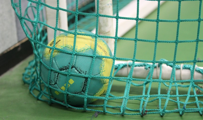 Het regende doelpunten tijdens de eerste competitiewedstrijden handbal. Foto: Liesbeth Spaansen