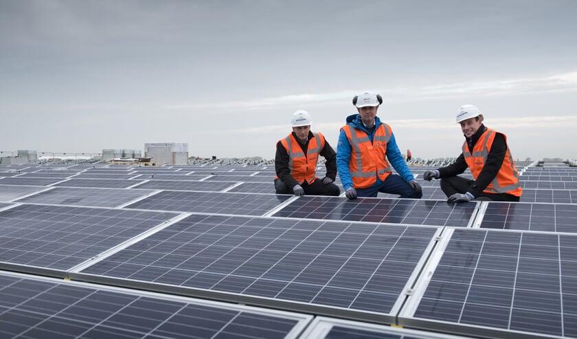 Kingspan installeert een zonnedak, ook in Winterswijk. Foto: PR