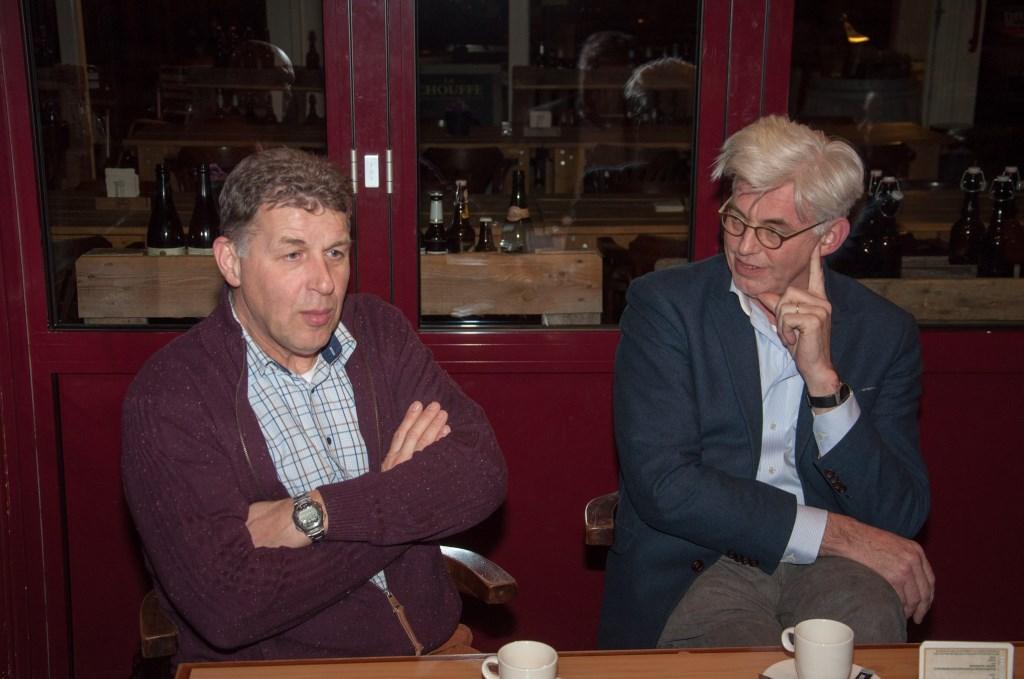 Marcel Eekelder (links) en Theo Helmers, eerder dit jaar, op bezoek bij sv Grol. Foto: John Ligtenberg  © Achterhoek Nieuws b.v.