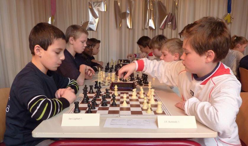 De kampioen en de nummer tweeen plaatsen zich voor de halve finales van de Oostelijke Schaakbond. Foto: PR