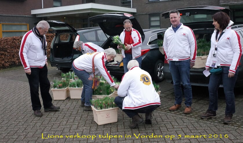 Lionsclub Bronckhorst verkoopt tulpen voor het goede doel. Foto: PR