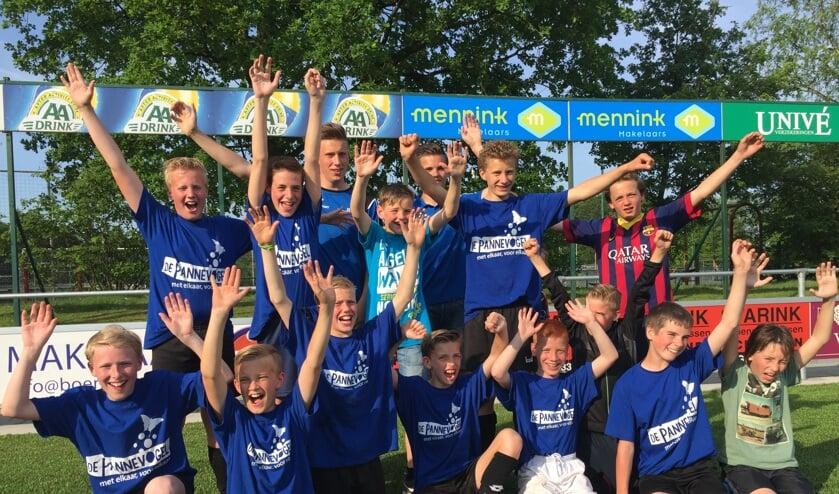 Voetballers groep 7/8 van de Pannevogel gaan door naar de halve finale. Foto: PR