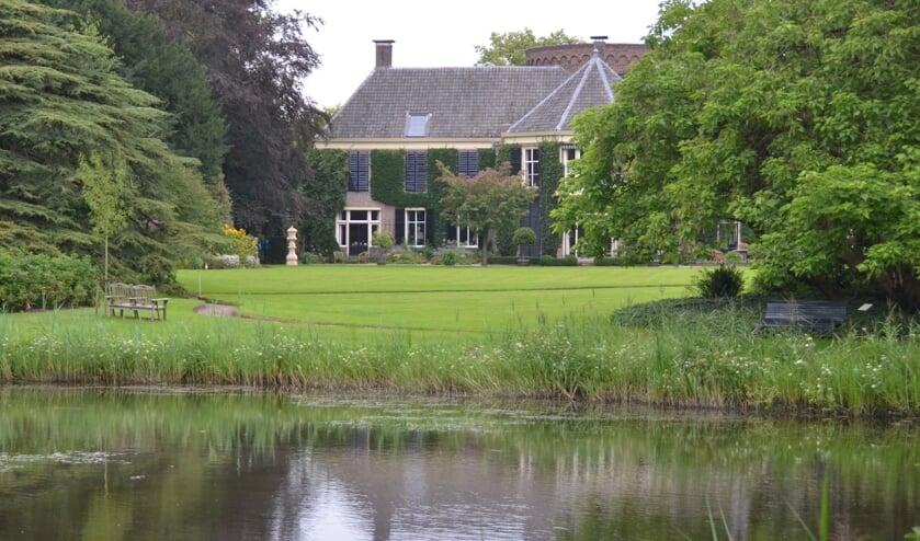 Genieten van de tuinen van Kasteel De Wildenborch. Foto: PR