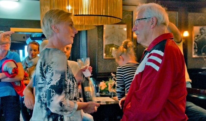 Ook burgemeester Marianne Besselink bracht een bezoekje om Gerritsen te feliciteren met dit heugelijke feit.Foto: Bernadet te Velthuis