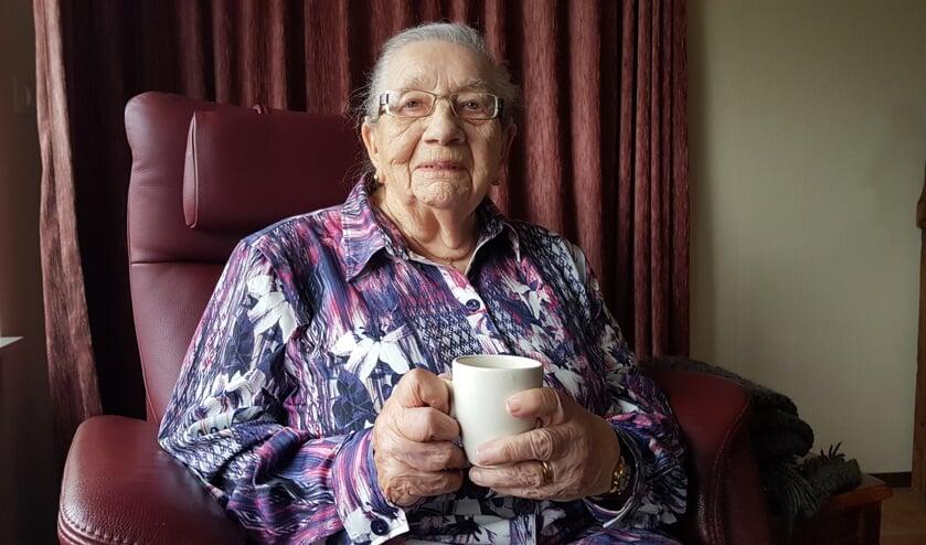 Mevrouw Miene Bosman (101) geniet van haar oude dag. Foto: Luuk Stam