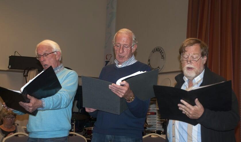 De bassen (v.r.n.l.) Peter Glasbergen, Jos Spaen en Gerard Oxener. Foto: Ans ter Horst