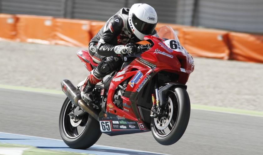 Joey den Besten in actie op de superbike machine. Foto: Henk Teerink