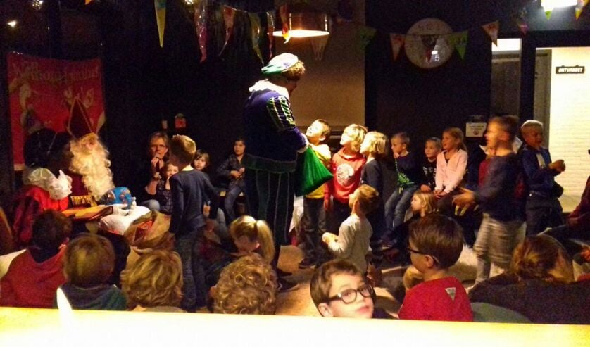 Gezellig sinterklaasfeest bij de haard van SV Basteom. Foto: PR