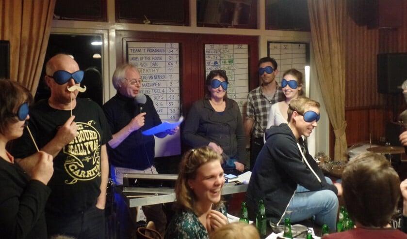 Onder leiding van Tom Blomberg namen maar liefst tien teams deel aan de Popquiz. Foto: Jan Hendriksen