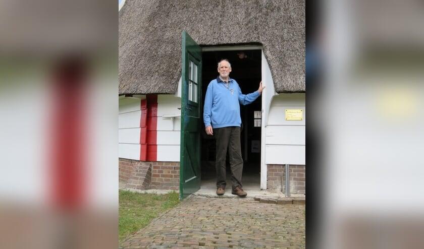 Aloys Melenhorst (80) is nog vrijwel wekelijks actief als vrijwillig molenaar op de Warkense Molen. Foto: PR