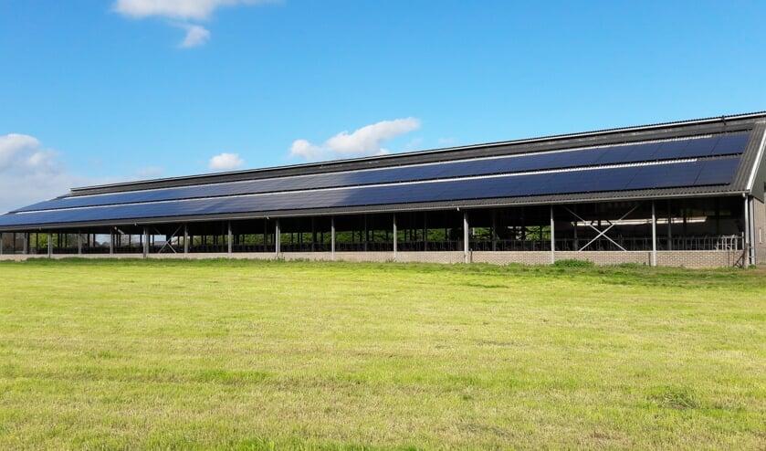 De zonnepanelen liggen inmiddels allemaal op het dak van de schuur van Berends Dairy in Warken. Foto: PR