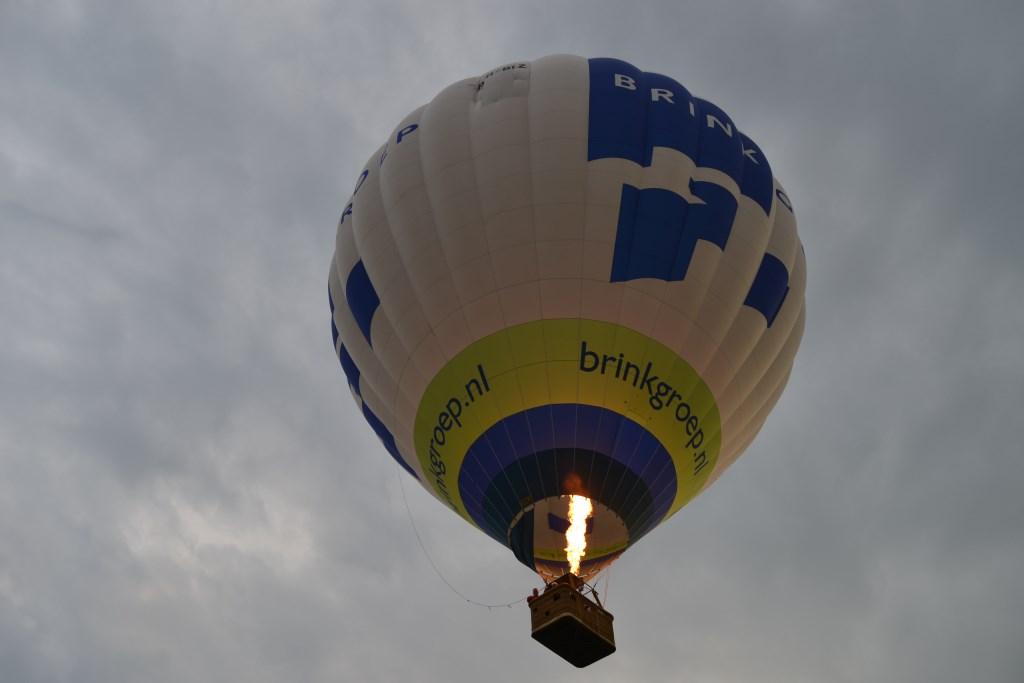 De Zonnebloem ballon stijgt op. Foto: Karin Stronks  © Achterhoek Nieuws b.v.