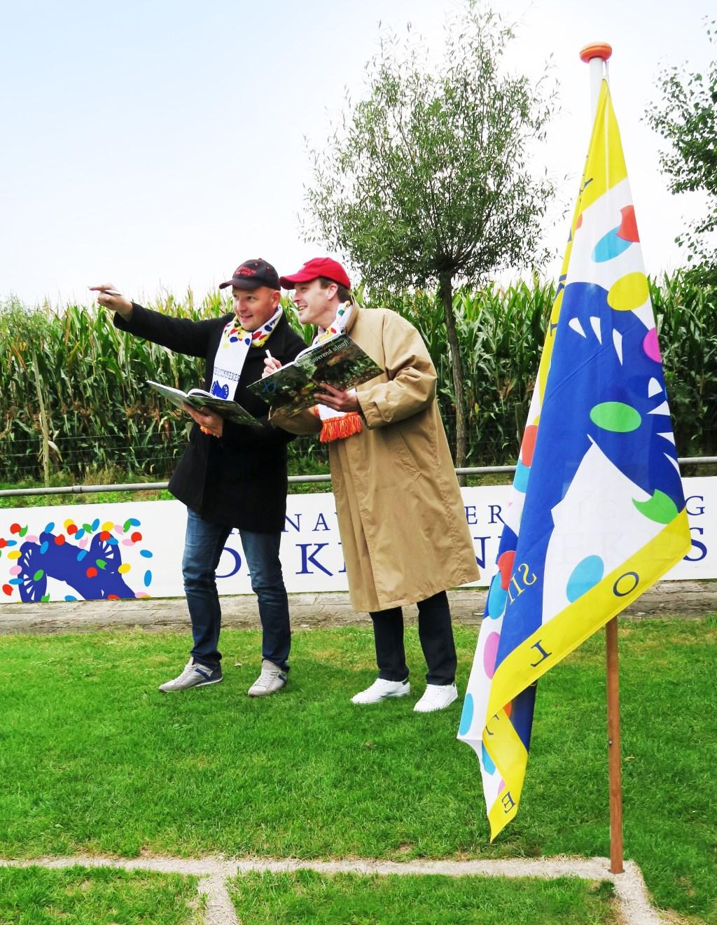 President Maarten Kooiker (links) en vorst Miquel Porskamp (rechts) van CV De Knunnekes. Foto: Theo Huijskes