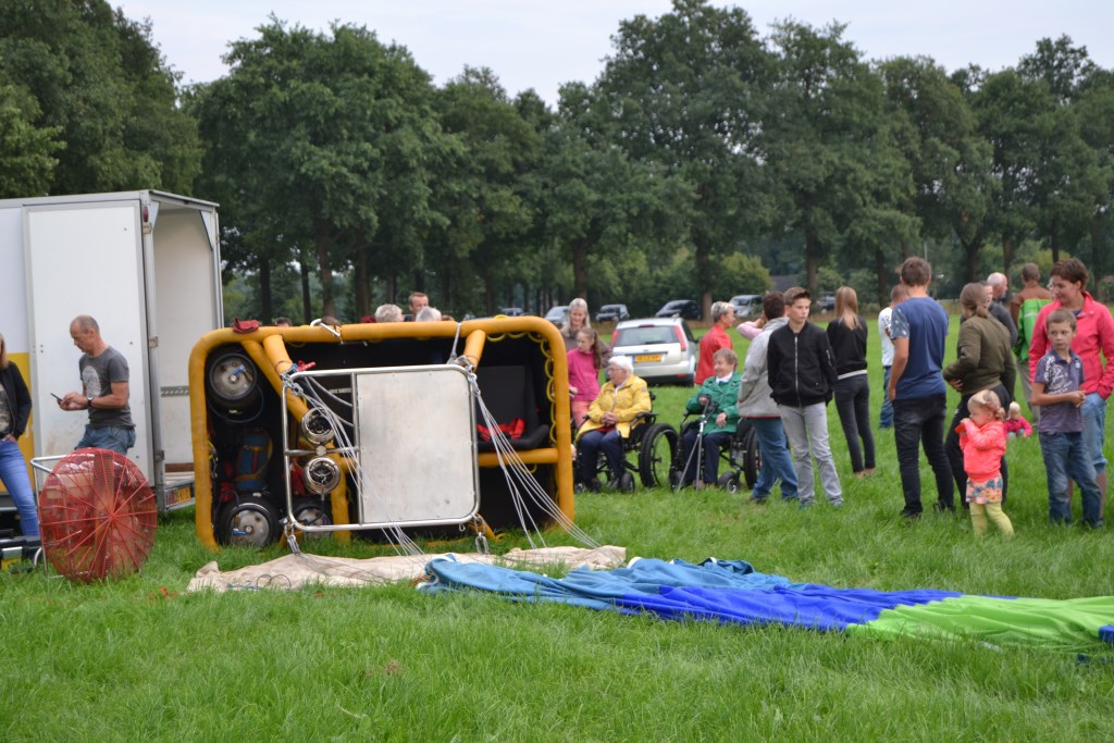 Voorbereidingen voor de ballonvaart in volle gang. Foto: Karin Stronks  © Achterhoek Nieuws b.v.