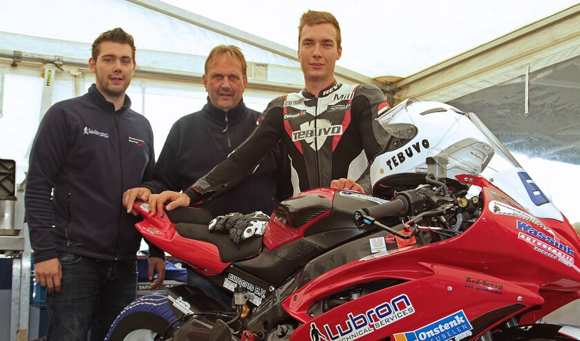 Arno en Tonny Wassink en rijder Joey den Besten. Foto: Henk Teerink
