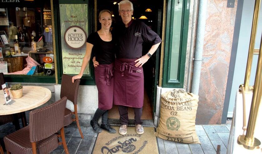 Huub Janson en zijn dochter Rineke zijn de drijvende krachten achter het Chocoladefestival in Zutphen. Foto: Meike Wesselink