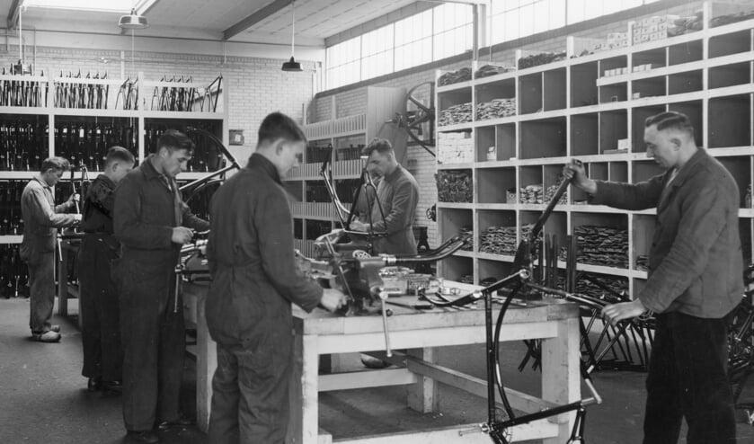 Eén van de grotere werkgevers in Vorden was in het verleden Rijwielfabriek Empo waar zo'n 15.000 fietsen per jaar werden geproduceerd. Foto: Historische Vereniging Oud Vorden.