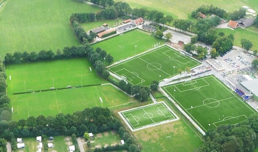 Sportpark Den Elshof vanuit de lucht gezien. Foto: Theo Huijskes