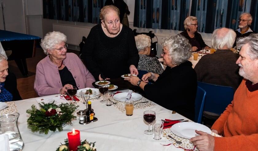 Bij DWK aan Tafel eten er tweemaal per maand 35 tot 40 gasten mee.