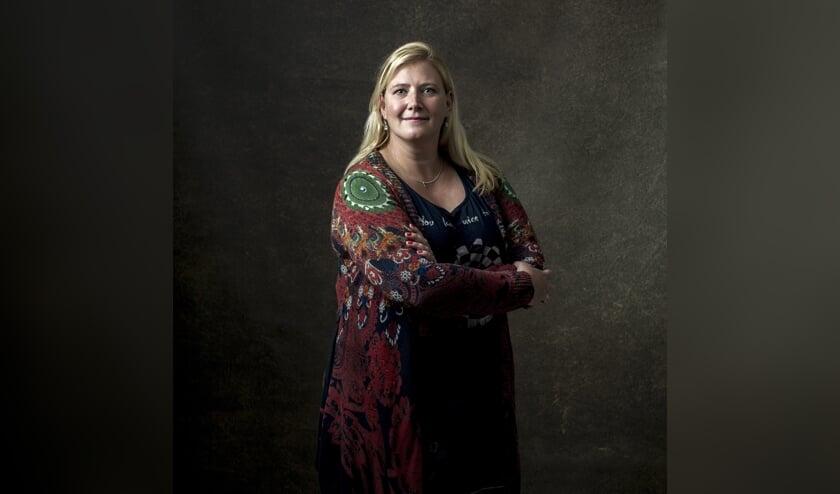 Foto van Henrieke Schoonekamp voor de serie 'Bekend Zutphen' van Pascale Drent. Foto: Pascale Drent