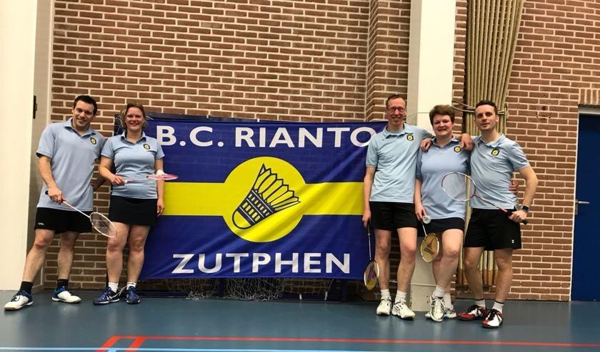 Spelers BC Rianto team 2, v.l.n.r.: Roger Jaspers, Laura Ootes, Peter Meint Heida, Alja Visschers en Thomas van Dongeren. Foto: PR