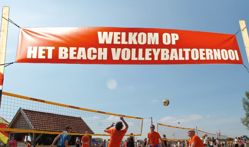 Beachvolleybaltoernooi in de Rouwenhorst-arena. Foto: WIK Steenderen