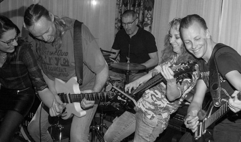 Miss Tuesday is een swingende blues-rock-pop coverband. Foto: PR