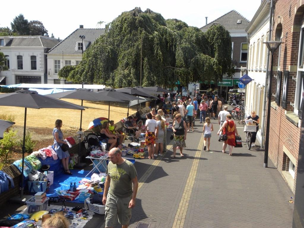 Veel jonge kooplieden op de kinderrommelmarkt. Foto: Melvin Bol  © Achterhoek Nieuws b.v.