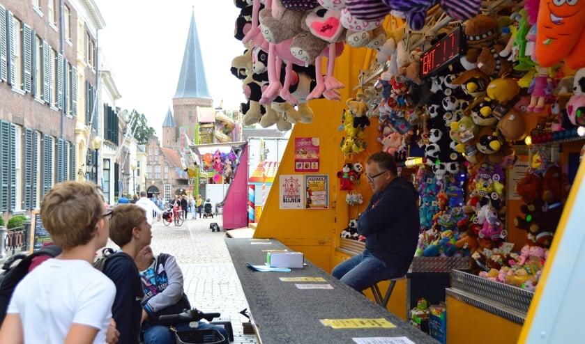 De jaarlijkse kermis in Zutphen staat dit jaar op de Houtwal in plaats van op de markten zoals voorgaande jaren. Foto: Alize Hillebrink