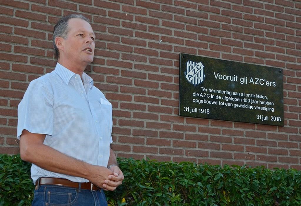 Ronnie Brinkerhof spreekt de aanwezige leden toe. Foto: Freddy Burgers  © Achterhoek Nieuws b.v.