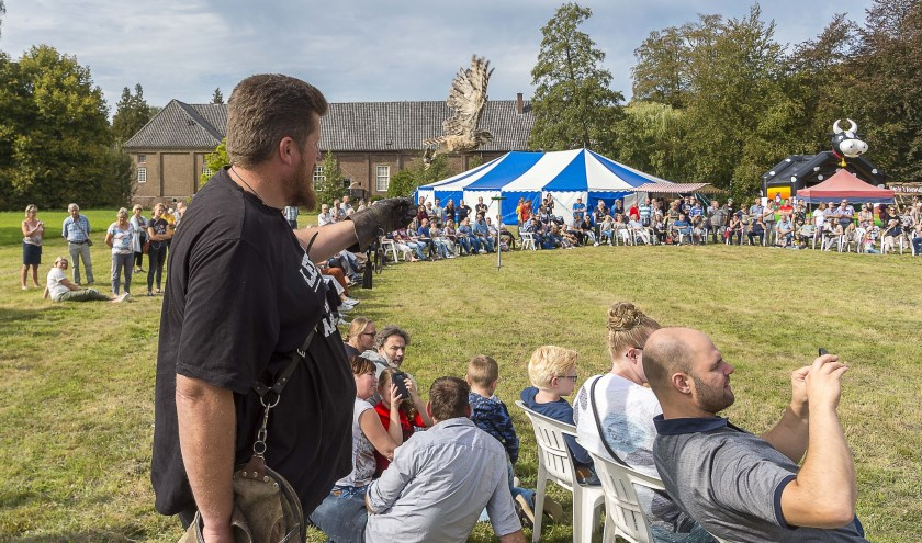 De roofvogelshow was een van de publiekstrekkers van de Nazomerdagen. Foto: Henk van Raaij