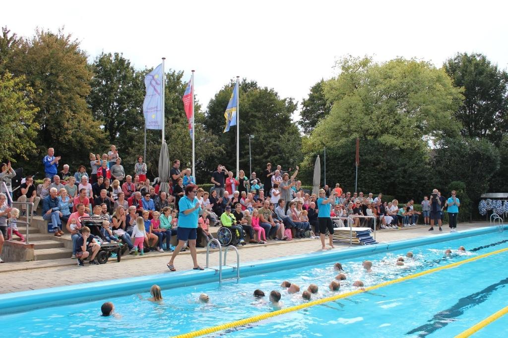 Diploma zwemmen in het Burgemeester Kruijffbad in Steenderen. Foto: PR  © Achterhoek Nieuws b.v.