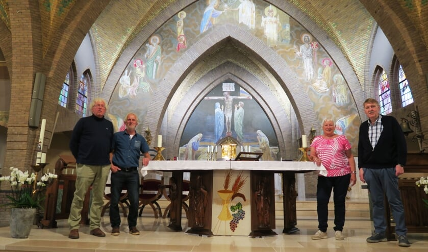 Het restauratiecomité met van links naar rechts Stef Smit, Harry Geverinck, Paulien Ribbers en Jan Hoffman. Foto: Theo Huijskes