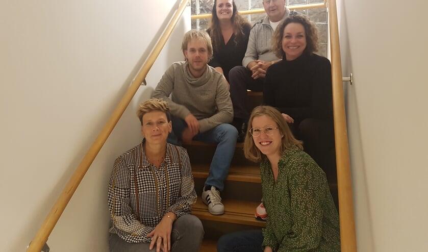 Het team van Prikkelz met links Eline Frank, Talie Wijlens en Martine Altink en rechts Ed van der Vijgh, Thirsa van der Kieft en Mirte Kuenenger.