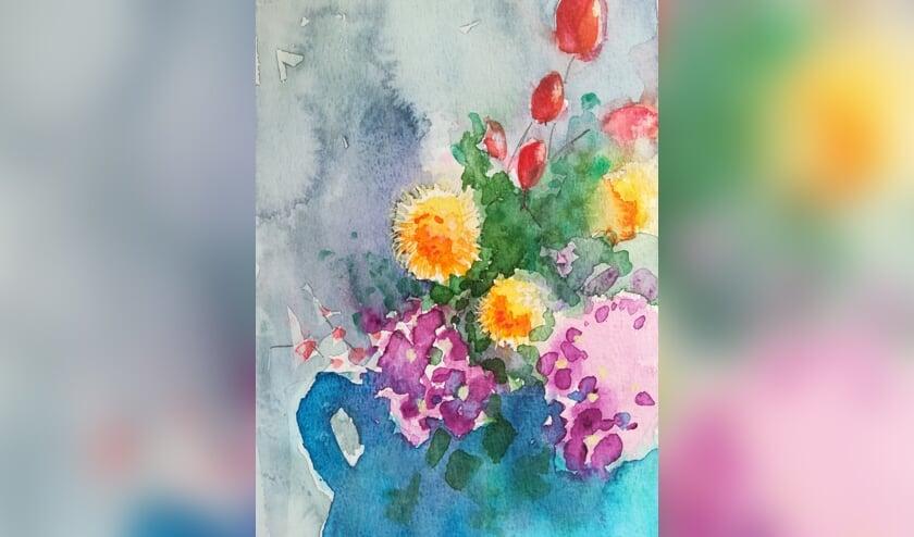 Hanny Roumen leert het aquarelleren van bloemen. Foto: PR