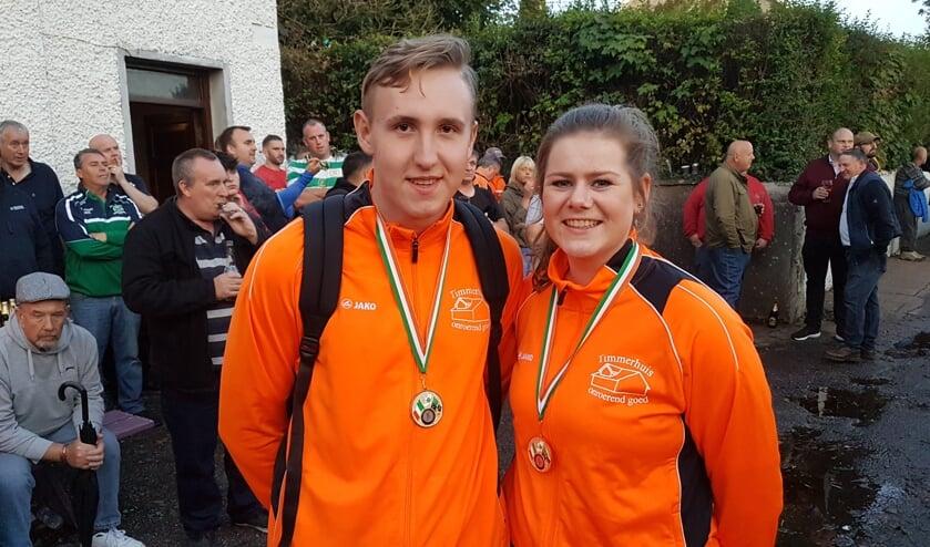 Suzan Zieverink en Mirco Breuker met hun zilveren medailles. Foto: PR.
