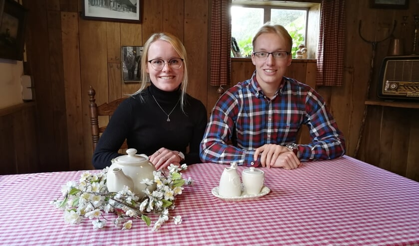 Ashley en Kevin Rhebergen in hun Theehuis De Busker. Foto Rob Weeber
