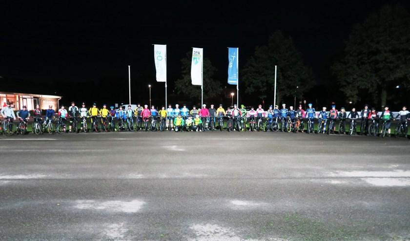 De start van de in de afgelopen week georganiseerde, eerste trainingsavond in het nieuwe seizoen. Foto: Theo Huijskes