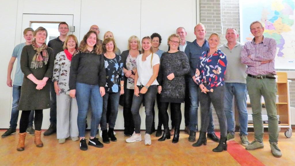 De nieuwe werkgroep met alle overige begeleiders. Foto: Theo Huijskes  © Achterhoek Nieuws b.v.