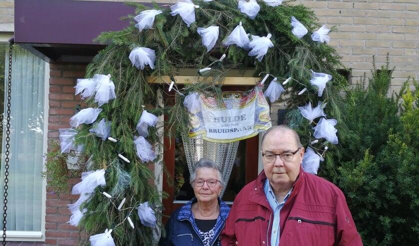 Bruidspaar Jan en Hennie Leuverink. Foto: Rob Weeber