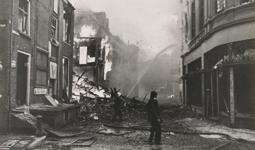 Brandende panden in de Waterstraat in Zutphen. Foto: HVZ