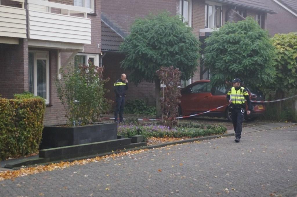 De politie doet onderzoek in de buurt waar de twee lichamen werden aangetroffen. Foto: News United / 112 Achterhoek-nieuws  © Achterhoek Nieuws b.v.