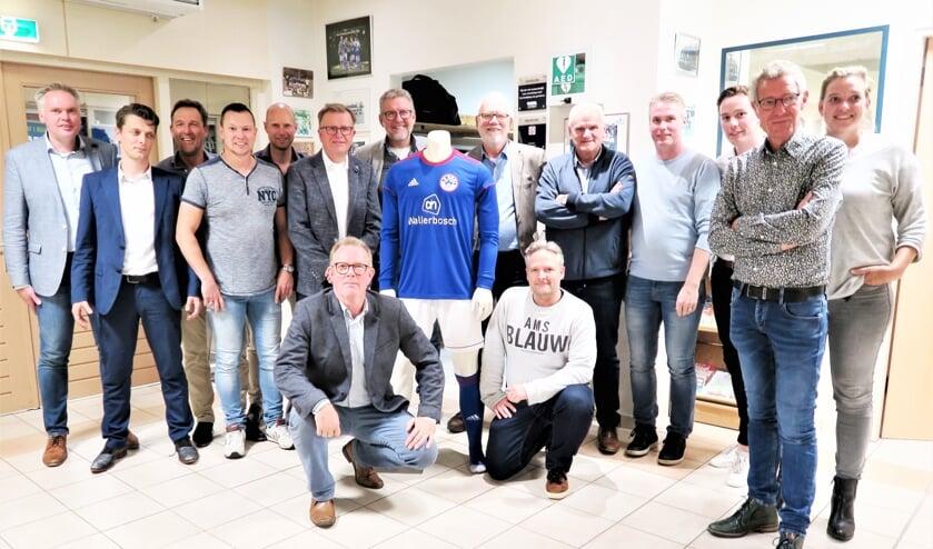 Besturen van Grol en Grolse Boys nadat de fusie een feit is. Foto: Theo Huijskes